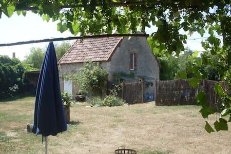 Sans Soucis - Épineuil-le-Fleuriel - Haus
