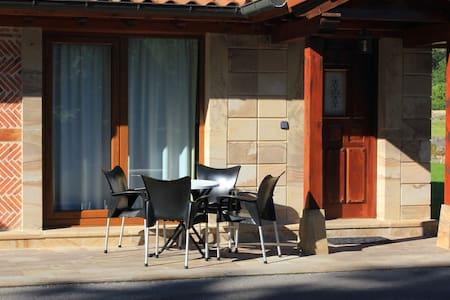 CASA DE LAS+VALORADA DE CANTABRIA A LADO CABARCENO - Villacarriedo