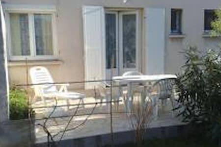 Studio privé sur un jardin arborré - Fréjus