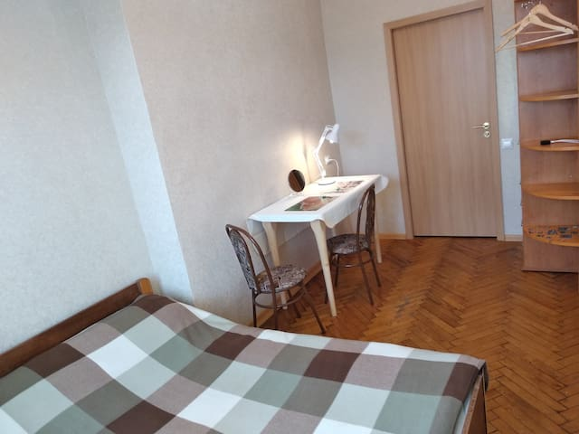 Cosy and cheap room.
