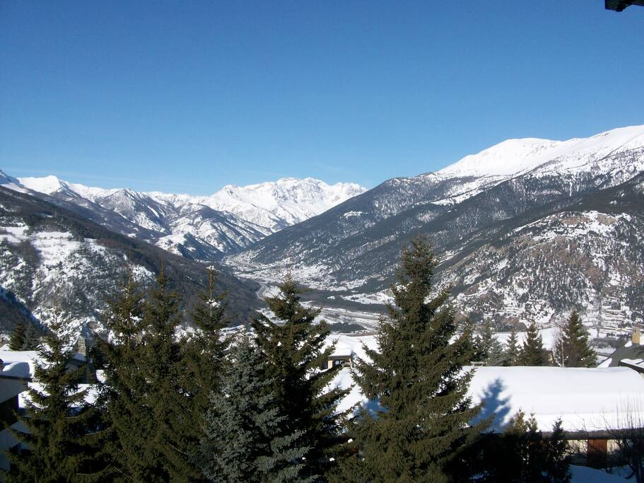 Panorama dal terrazzo verso la valle Oulx