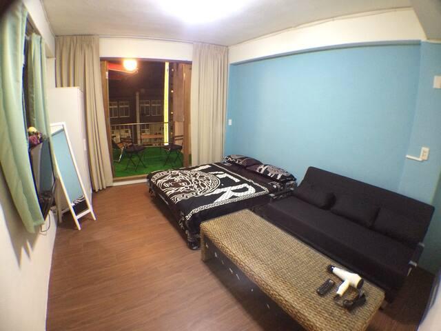 台北地铁1分钟 relax room 稀有大陽台Taipei balcony room