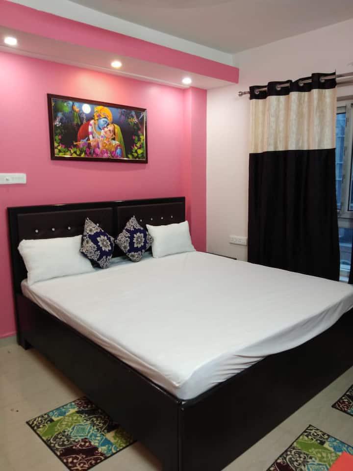 Eva's Castle -1Bhk Ac room with kitchen