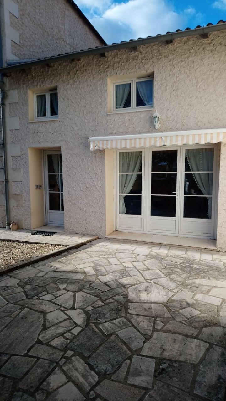 Maison au cœur du village de Civaux