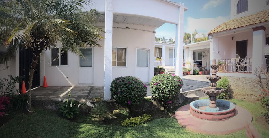 Bonitas y privadas habitaciones / Charming dorms - Cuernavaca - Condominium
