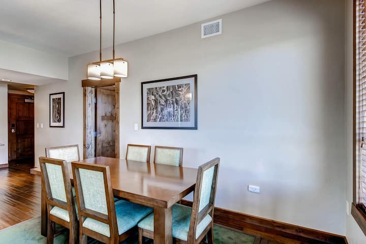 Superb & upscale condo w/ shared pool, hot tubs, firepit, fitness & game room!