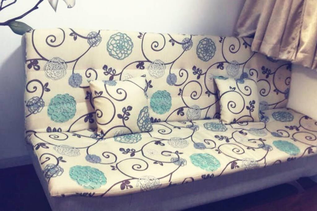 沙发床打开后是1.2m*1.9m。