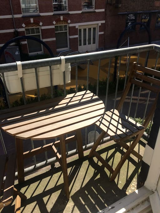 Balcony (sun from morning til afternoon)