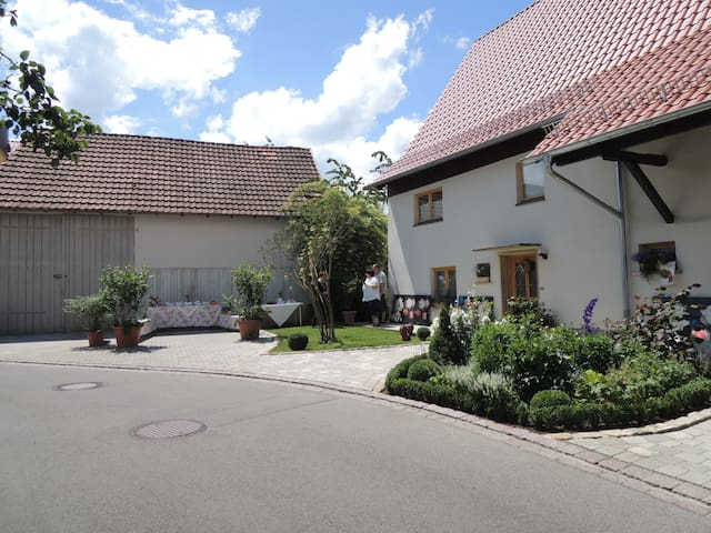 Gehobenes B&B im Stadtkern - Mössingen - Bed & Breakfast