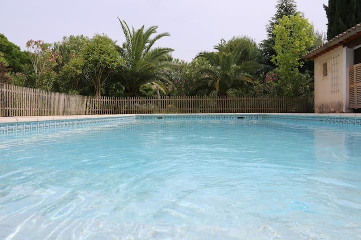 Maison 360 m2, piscine, jardin
