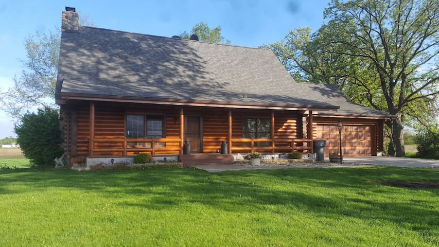 Log home (entire lower level) country stay
