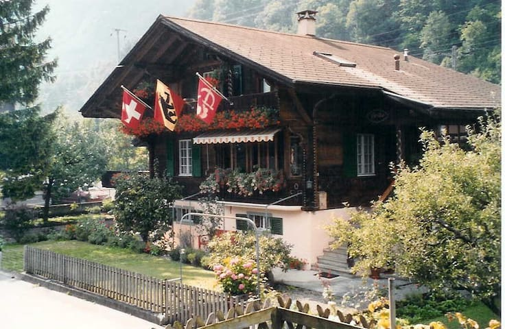 Swiss Chalet Erika - Interlaken /R'berg (Lakeview) - Ringgenberg - Bed & Breakfast