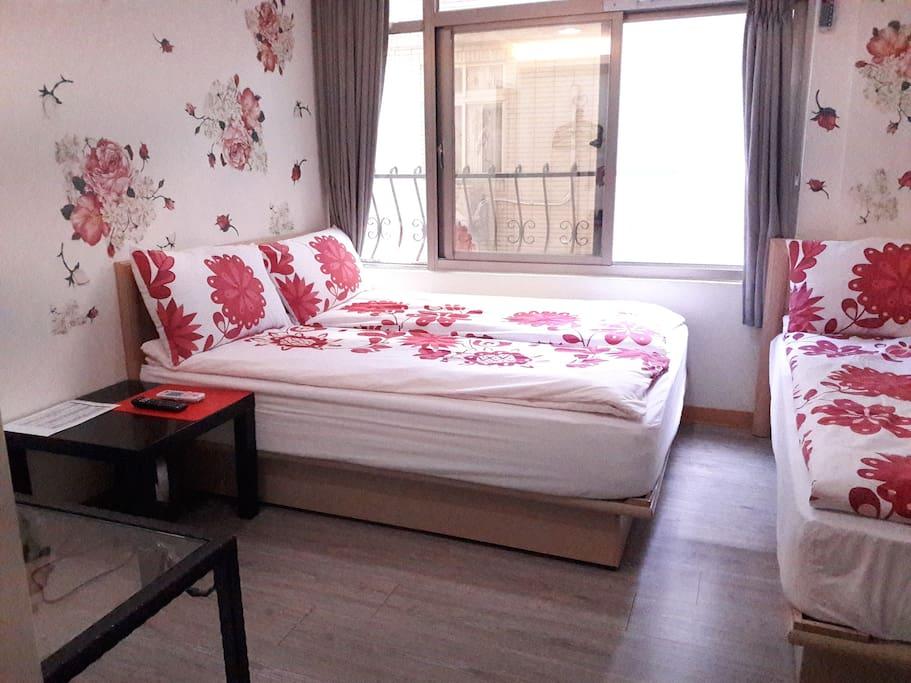 一張雙人床+一張單人床