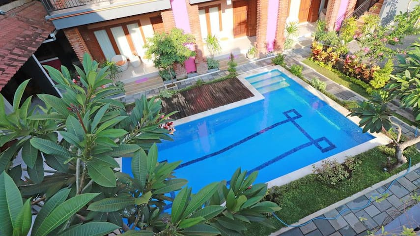 Comfy & Spacious Room  Close to Kuta Beach