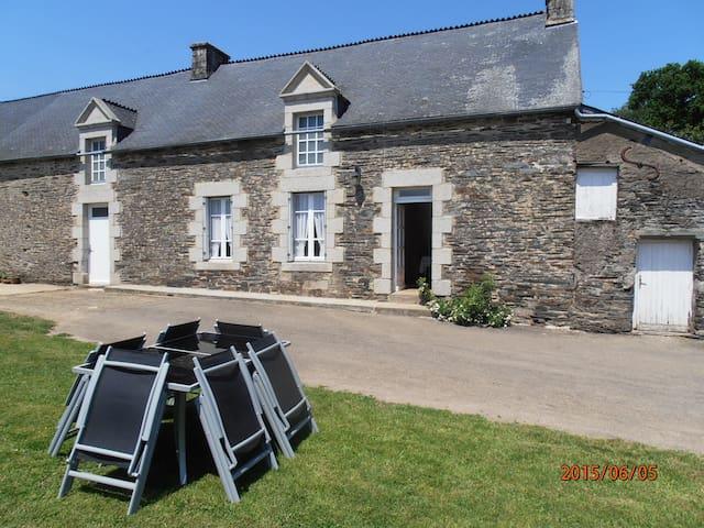 maison en pierre au calme - Sérent - House