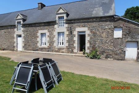 maison en pierre au calme - Sérent
