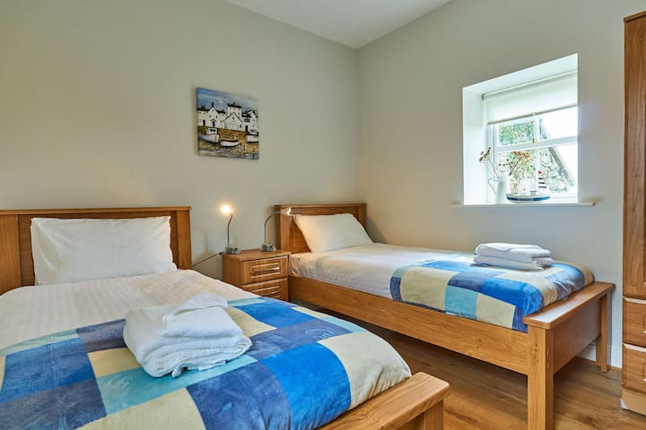 Twin bedroom with TV & DVD
