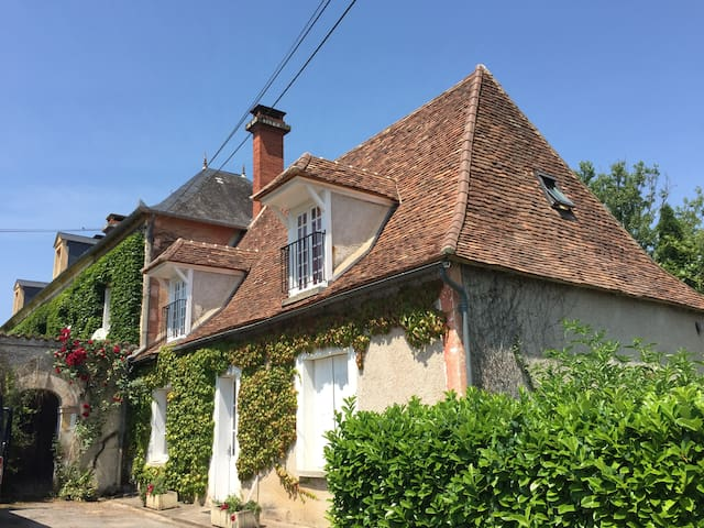 Gatehouse with 15m swimming pool - Saint-Martial-d'Albarède - Huis
