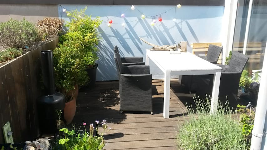 City center room in charming townhouse - Haag - Hus
