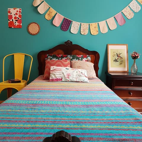 Cozy and colorful room on Anchieta