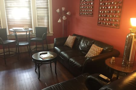 Newly Remodeled Lower 10 min. South of Downtown! - Buffalo - Lakás