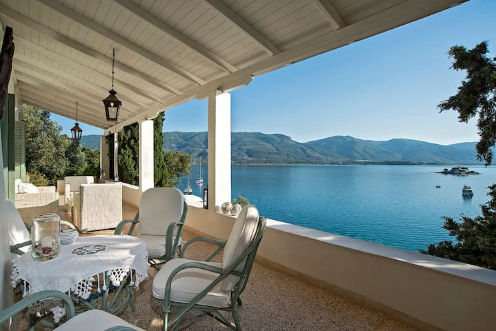 Unique Villa on the island of Poros - Poros - Villa