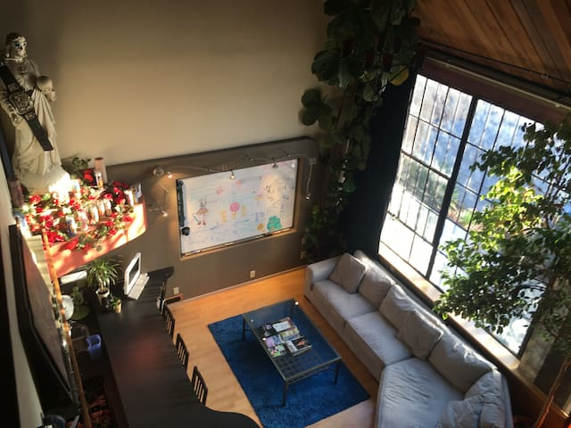 Huge Art Loft near Bay Bridge w/ private parking!!