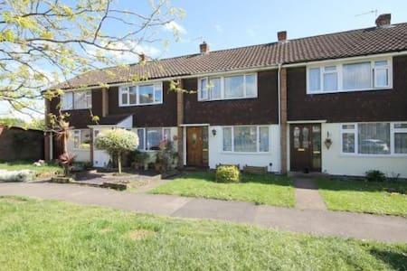3 Bed House near Sunbury Station - Shepperton - Casa