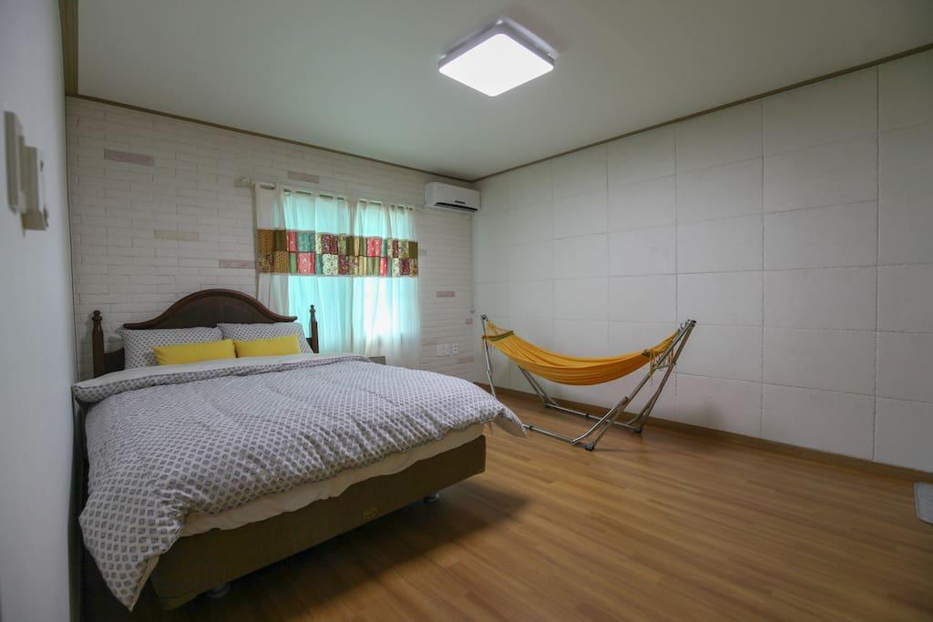 침실1(퀸침대와 싱글침대)