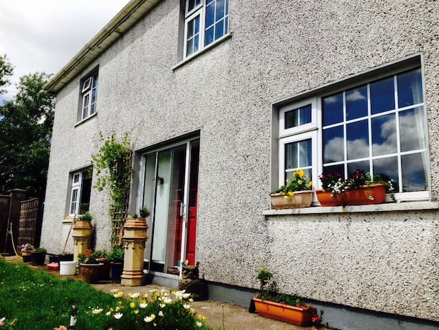 Appartment attached to rustic Westcork farmhouse..