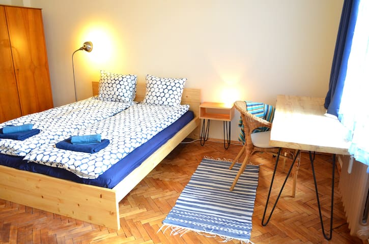 Lovely room in the city centre with balcony - Sofia - Appartement