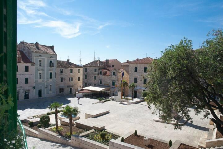 """Hostel """"Yeti"""" Makarska"""