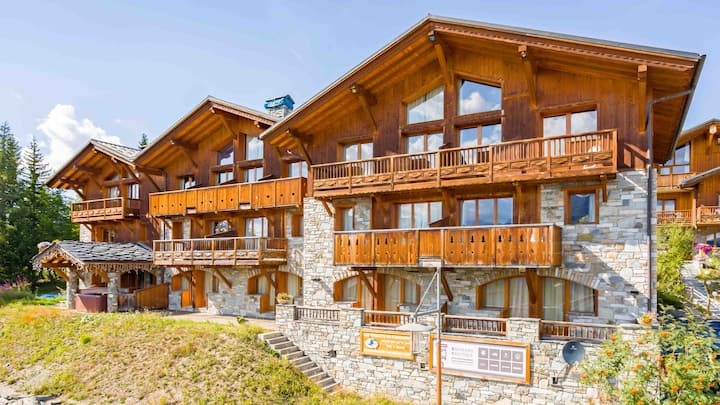 Traditional Alpine chalet close to the ski lift