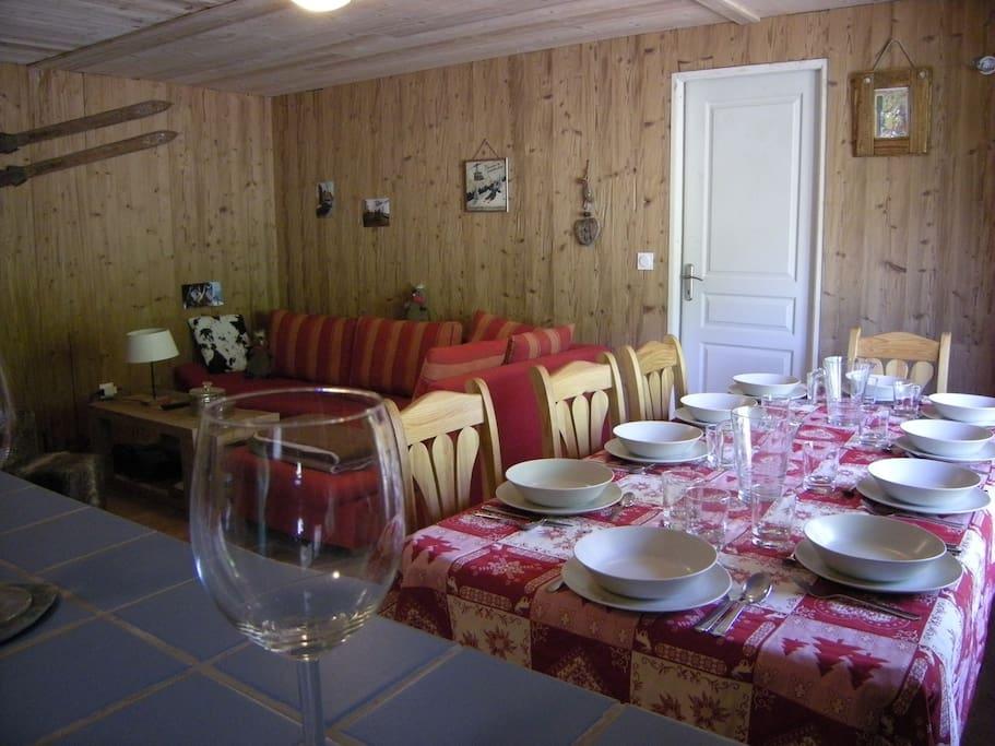 Salle à manger + pièce à vivre
