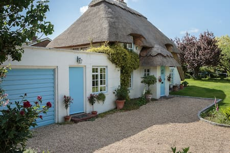 Cosy B&B studio of thatched cottage - Chichester