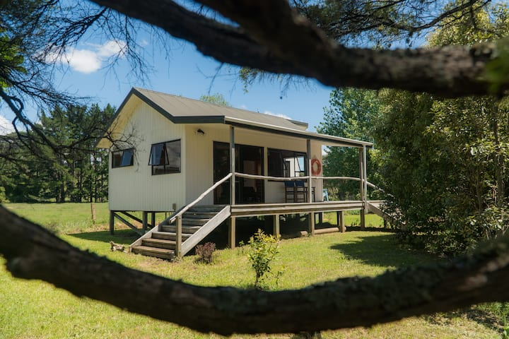 Morepork Cottage, private and relaxing.
