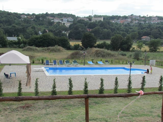 Tenuta con piscina vicino Napoli