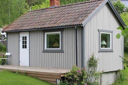 Charming guest cottage - Sollentuna