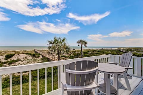 Beachfront Condo /w Amazing views from decks