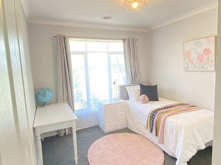 Single room for *female* student or professional