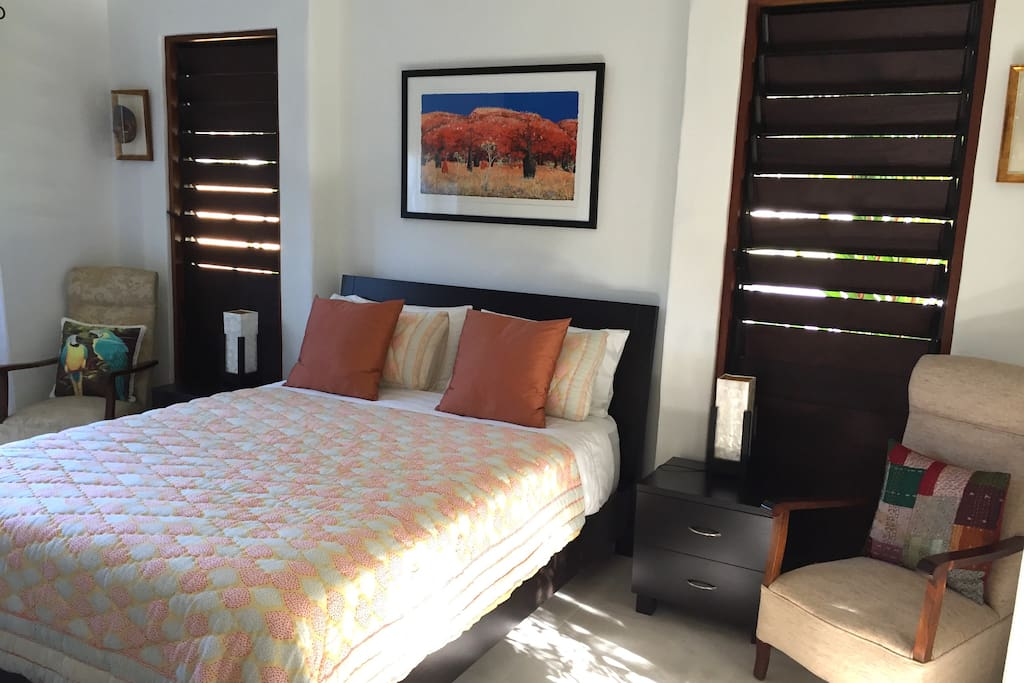 Bedroom with air-conditioning and ceiling fan