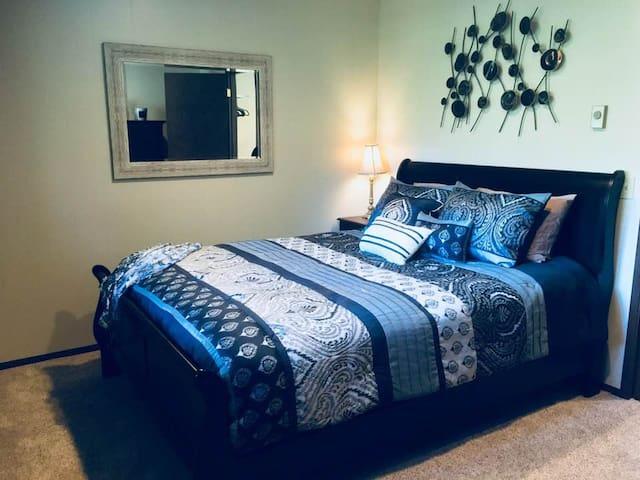 Bedroom w/ queen bed; locking door
