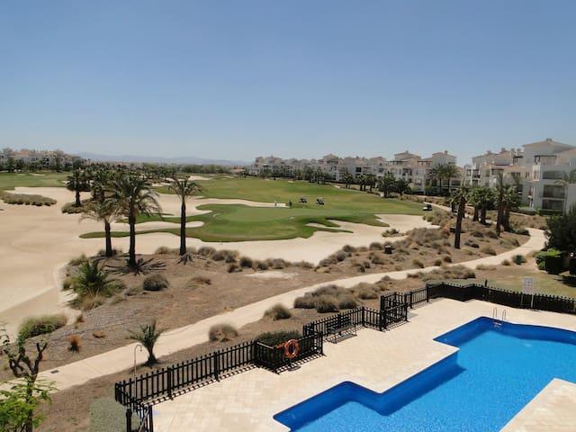 Luxe hoekappartement aan golfbaan - Roldán - Flat