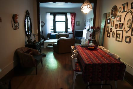 Charming apartment full of character in an exclusive area of Montreal. Close to the métro Outremont.