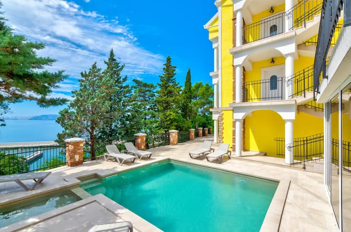 Fantastic app with pool,few meters to the sea(3b)