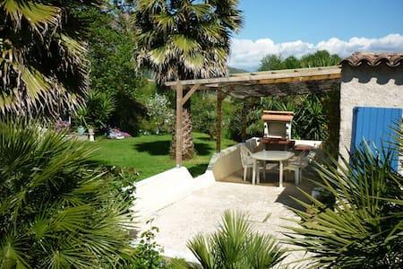Maisonnette proche Ajaccio, très calme - Alata - Huis