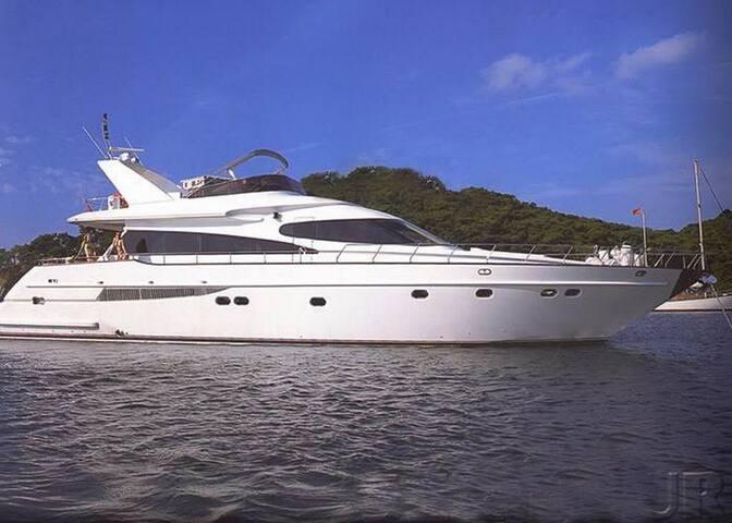 MY002-Göcek 4 Cabins Motor Yacht