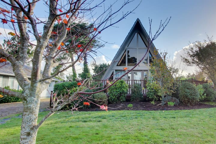 Charming A-Frame house w/ entertainment, easy beach & golf access