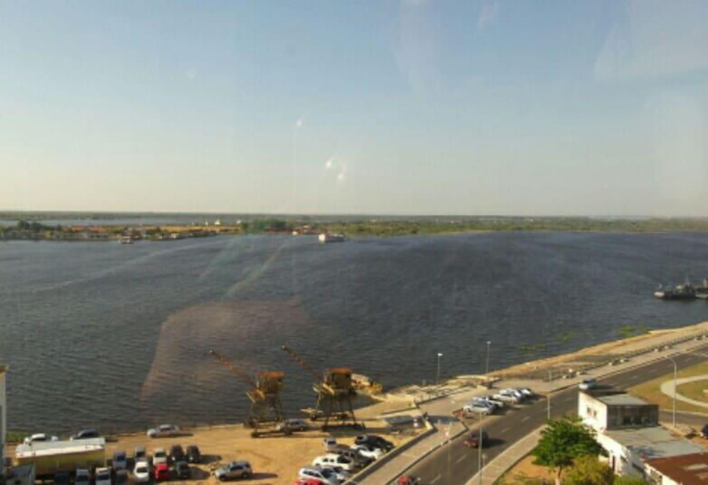 Vista del Río Paraguay desde el balcón del departamento.