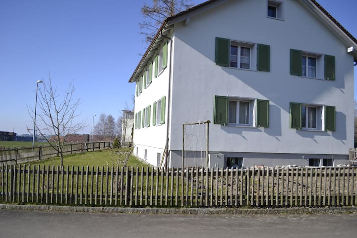 Lovely flat 10 min away from Sankt Gallen I - Wittenbach
